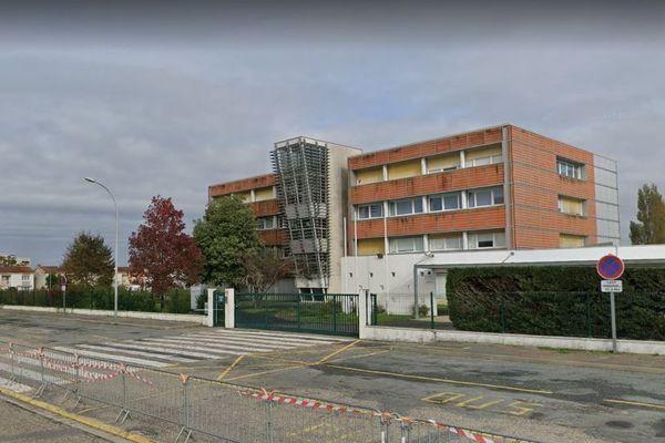 """Après un cas de covid-19 chez un adolescent du Collège Les Lesques, des dépistages sont organisées pour les personnes """"contacts""""."""