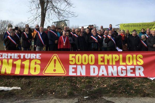 Des centaines d'élus et d'habitants étaient réunis pour manifester leur colère suite à la fermeture de la RN116 dans les Pyrénées-Orientales. / 7 février 2020.