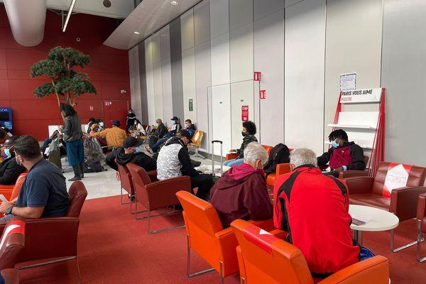 Suite à une panne informatique, tous les passagers se sont retrouvés coincés pendant plus de 4 heures dans le hall de l'aéroport de Paris Orly 1