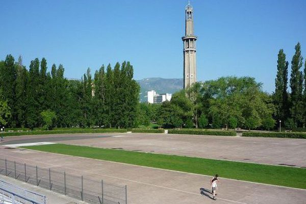 L'anneau de vitesse au Parc Paul Mistral de Grenoble