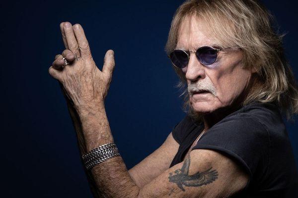 Agé de 74 ans, le chanteur Christophe avait d'abord été hospitalisé à Paris avant son transfert au CHRU de Brest.