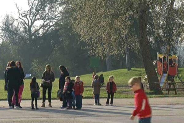 Une cour d'école à Lormont aujourd'hui