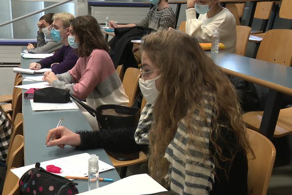 En faculté des sciences, les étudiants peuvent revenir en cours une journée maximum par semaine.