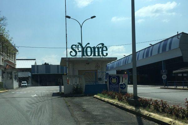 Les usines d'embouteillement de Saint-Yorre (Allier) et de Châteldon (Puy-de-Dôme) ont fait l'objet de perquisitions jeudi 10 décembre.