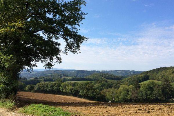 Le site de la Fumade, dans le Tarn, est un secteur très boisé et agricole situé près du Sidobre.