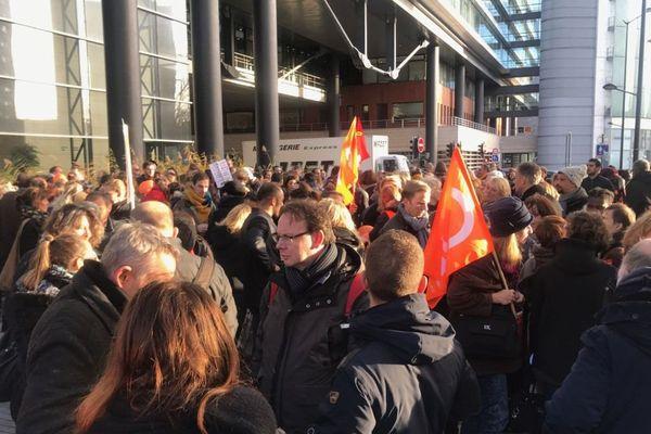 Un rassemblement s'est tenu en début d'après-midi devant le siège du Conseil régional.