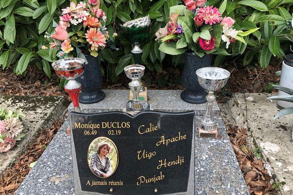 Monique a voulu être inhumée auprès de ses animaux de compagnie au  cimetière de Cadaujac en Gironde. 20/02/21