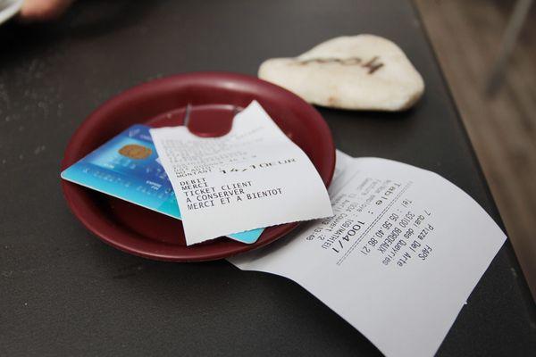 Les bars, restaurants et hôtels pourront s'ils le souhaitent mettre en place des feuilles contacts.