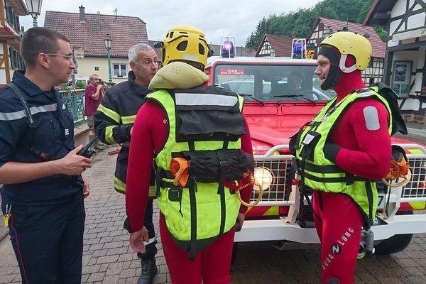Mothern, pompiers et plongeurs mobilisés pour des reconnaissances. Un PC a été installé. L'eau est en train de redescendre.