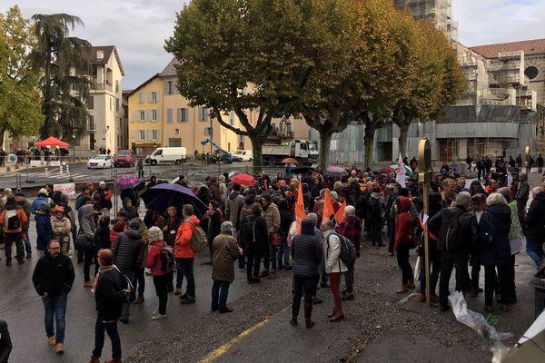 """Des centaines de soutiens des """"Sept de Briançon"""" étaient présents ce matin devant le tribunal correctionnel de Gap."""
