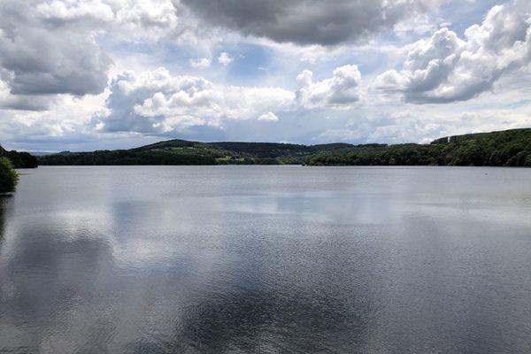 Le lac de Pannecière dans la Nièvre