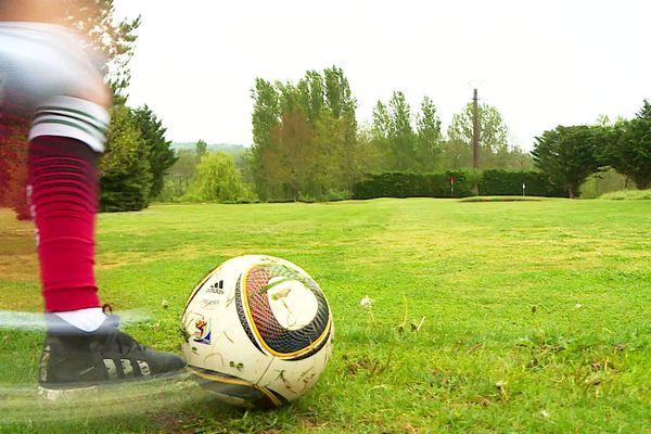 Même si c'est moins actif que le foot, la pratique du foot-golf est tout de même très physique