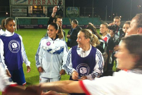 Les Lyonnaises, battues en finale de la Ligue des Champions par Wolfsburg, réalisent le troisième doublé coupe-championnat de leur histoire.