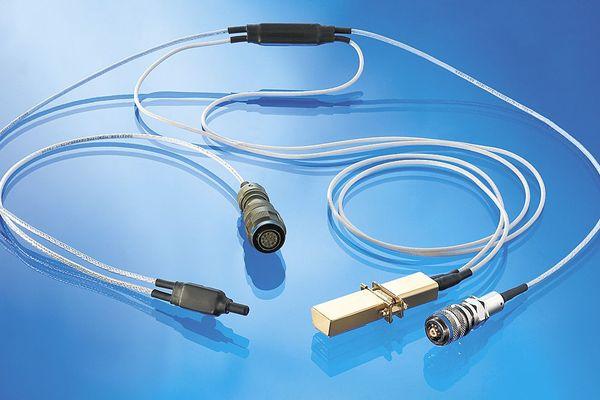 Ceci est un harnais de transmission de données, soit une liaison destinée à transmettre les données entre les équipements électroniques et le satellite