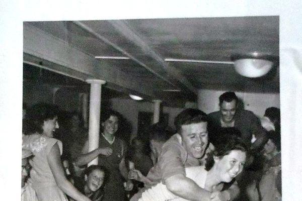 Fête à bord d'un bateau Gallus dans les années 60.