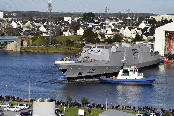 La mise à flot de l'une des frégates multi-missions Fremm construites à Lorient.
