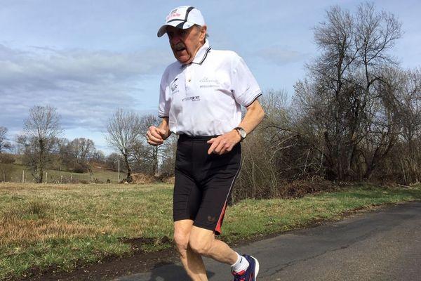 A 89 ans, Charly Bancarel (ici à l 'entraînement) a terminé le marathon de Paris en un peu plus de 5 heures 22 minutes.