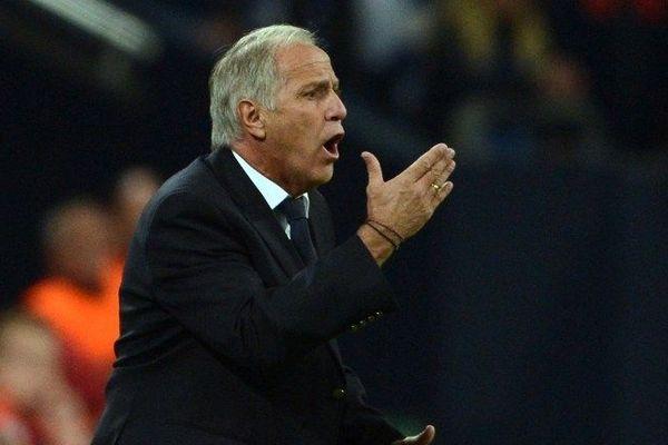 René Girard agacé sur le banc de touche durant le match de ligue des champions Schalke 04 - Montpellier - 3 octobre 2012