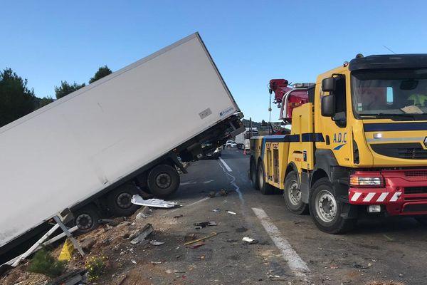 Le camion, qui transportait des vaches, était en panne sur le bas côté quand il s'est fait percuter par un camion frigorifique - 3 décembre 2019