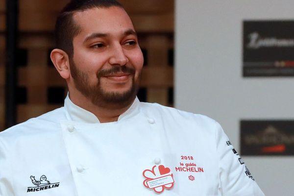 Le nouveau chef étoilé Abdelkader Belfatmi lors de la conférence de presse du Guide Michelin.