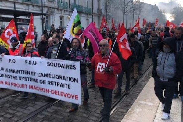A Dijon, le cortège des manifestants, boulevard de Brosses.