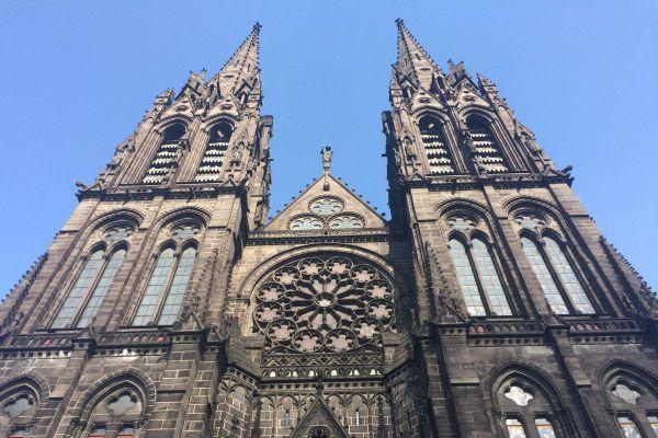 A compter du samedi 28 novembre, les messes pourront être célébrées avec 30 personnes maximum.