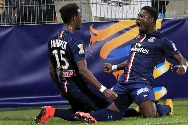 Serge Aurier et Jean-Christophe Bahebeck, tous les deux buteurs, mercredi soir, à Ajaccio, en 8e de finale de la Coupe de la Ligue.