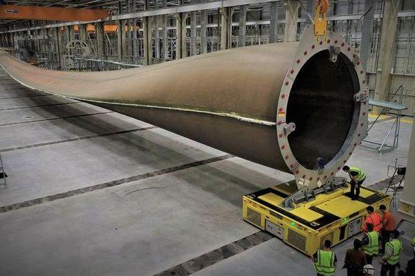 L'usine a commencé à fabriquer début 2019, avec un effectif de 120 personnes, des prototypes afin de produire cinq pales de 107 mètres de long.