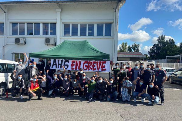 Des grévistes devant l'entreprise AHG à Flourens près de Toulouse - juin 2021.