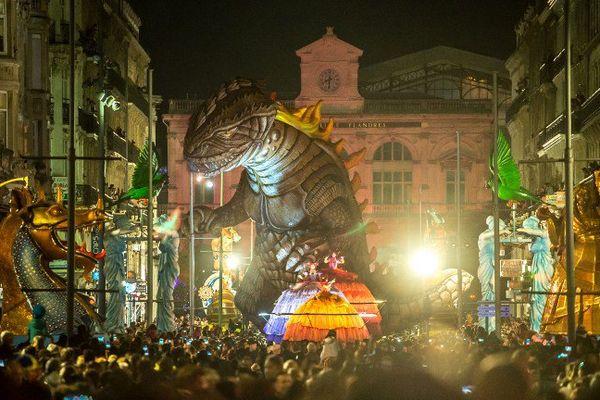 """Parade de Lille 3000 Renaissance avec """"Godzilla"""", le 26 septembre 2015."""