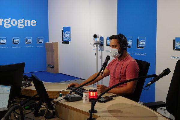 Arnaud Racapé, journaliste, au micro de France Bleu Bourgogne.
