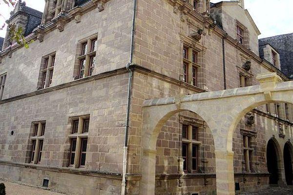 Le Musée Labenche a pris ses quartiers au sein de l'hôtel Labenche, rénové dans les années 80 pour accueillir le musée