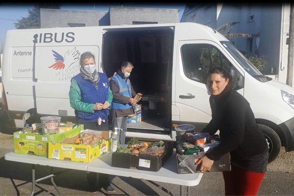 Livraison de colis alimentaire ce mercredi à Auray.