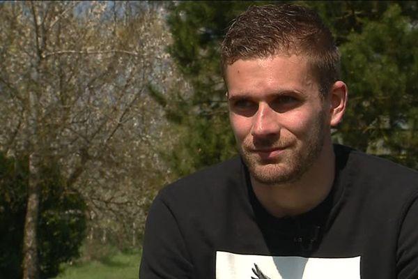 Thomas Delaine, défenseur au FC Metz, est un titulaire indiscutable au sein de l'équipe grenat. Ancien paysagiste, le joueur messin n'a pas le parcours habituel des footballeurs professionnels.