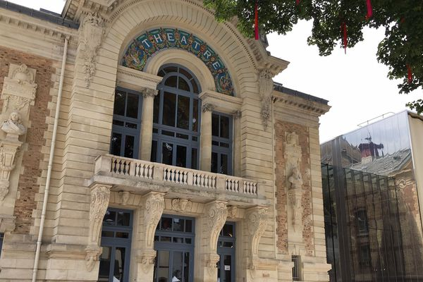 Le théâtre Legendre près de l'hôtel de ville à Evreux