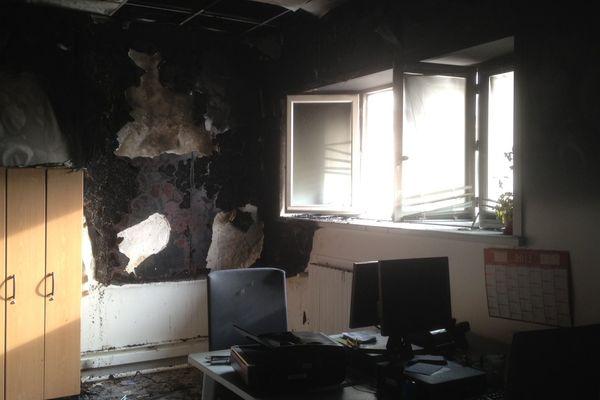 Le local du courrier a entièrement brûlé