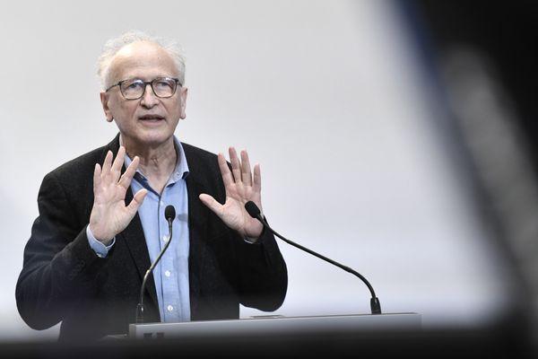 Le professeur Alain Fischer, lors d'une conférence de presse le 25 février dernier
