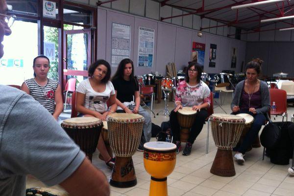 Cours de percussions au stage international Darc 2015, à Châteauroux.