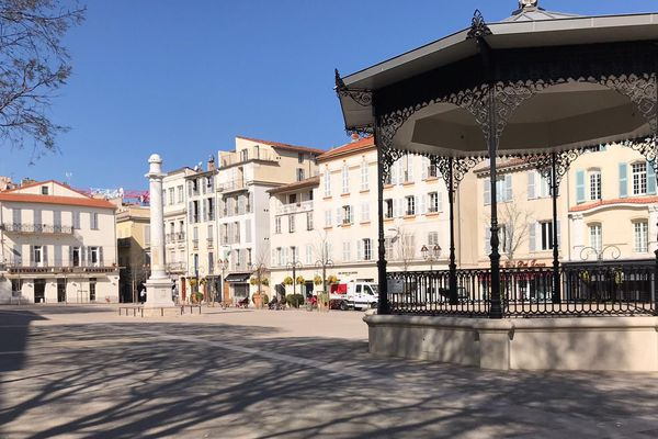 Place Nationale à Antibes
