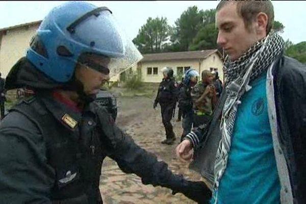 Un policier italien et un jeune policier français