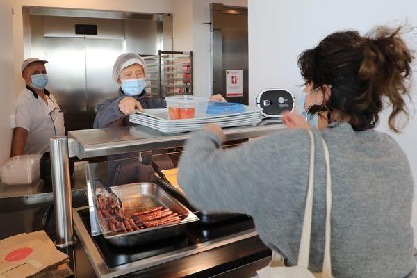 Dans les restos U, le repas est à 1 euro pour les étudiants boursiers
