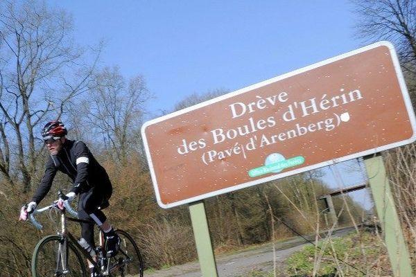 Les pavés du Paris Roubaix sont secs et plus propres que jamais à 5 jours de l'épreuve.
