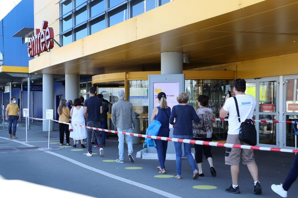 La grande surface IKEA de bordeaux doit faire partie des commerces soumis à contrôle de Pass sanitaire