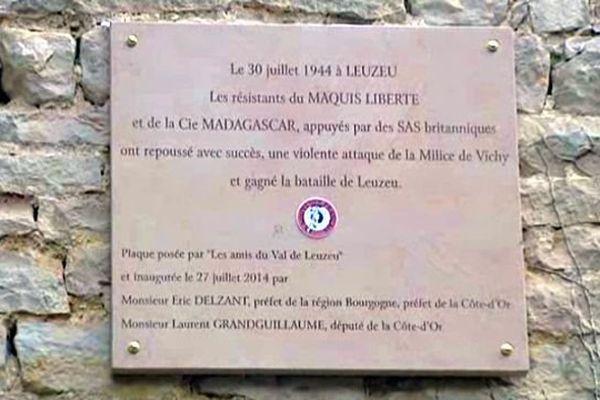 Une plaque commémorative de la bataille du Leuzeu a été posée dimanche 27 juillet 2014, lors d'une cérémonie organisée par l'association Les amis du val du Leuzeu.