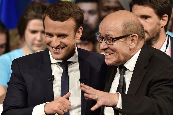 Jean-Yves Le Drian au côté d'Emmanuel Macron, lors d'un meeting d'En Marche! à Nantes le 19/04/2017