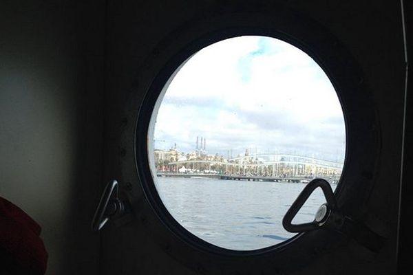 Le port de Barcelone vu du hublot d'une cabine du Santa Maria Manuela