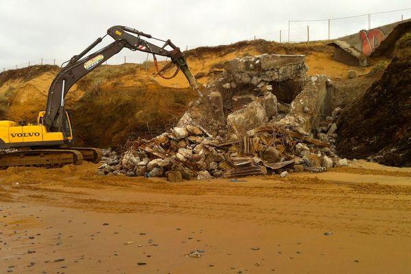 La destruction du bunker de la plage d'Olonne