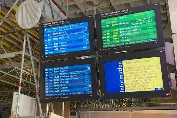Certains trains ont plus de 5 heures de retard.