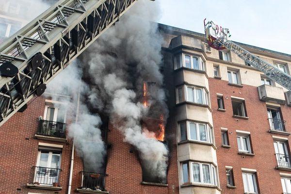 L'immeuble est situé rue Alphone-Karr, dans le 19e arrondissement de Paris.