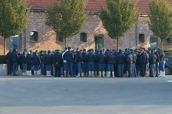 Les salariés se sont rassemblés devant l'entreprise ce mercredi matin.
